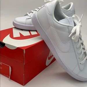 Nike white classic tennis shoes